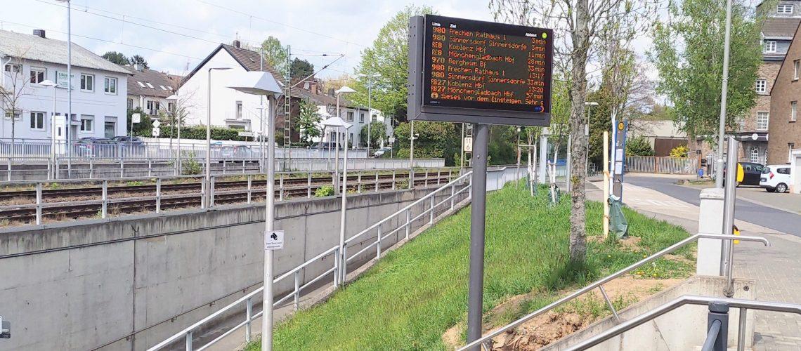Neue Fahrgastinformationsanlage am Bahnhof Pulheim